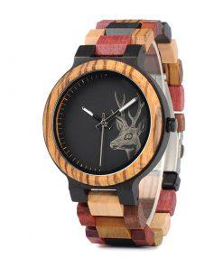 montre en bois a couleurs et motif cerf