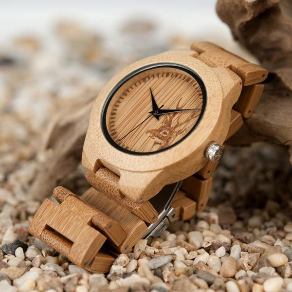 montre en bois motif cerf bracelet