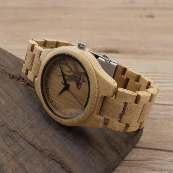 montre en bois motif cerf branche