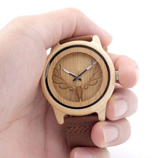 montre en bois motif cornes aiguilles