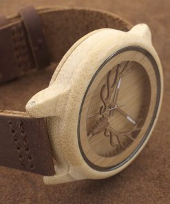 montre en bois motif cornes photo