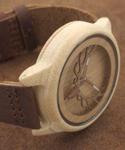 montre en bois motif cornes photo
