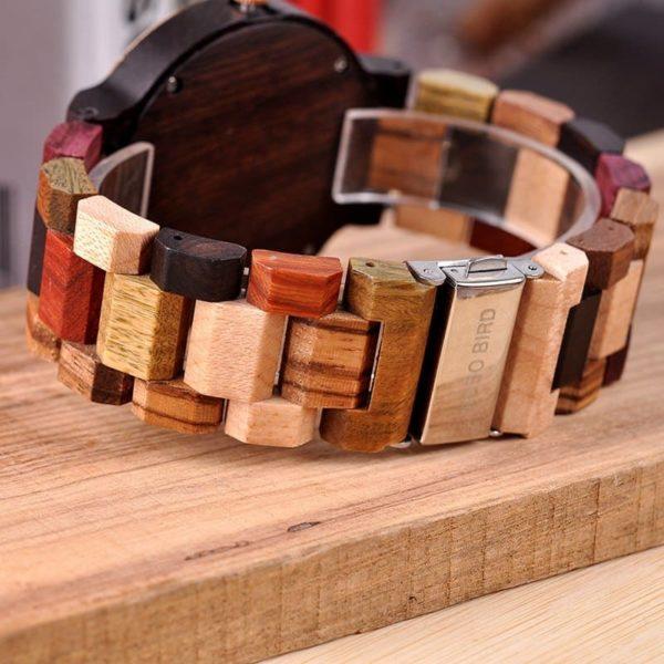 montre en bois style sport vus de dos