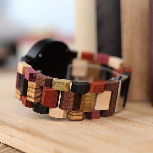 montre en bois urbaine couleurs expo