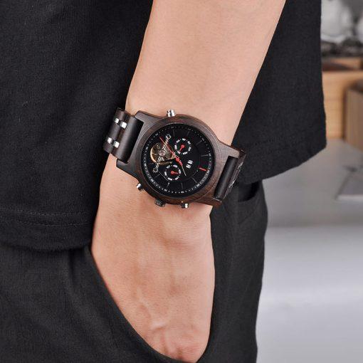 montre en bois mecanique luxe sur poignet