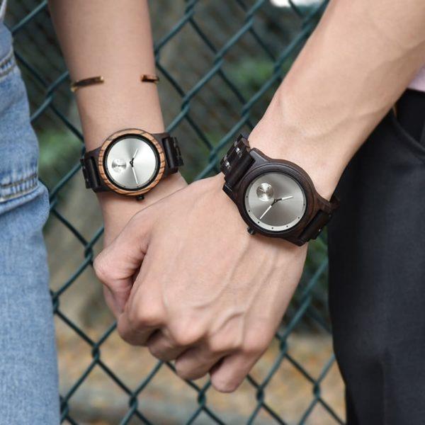 montre en bois contemporaine couple