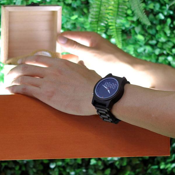 montre en bois numerique forestiere couleur