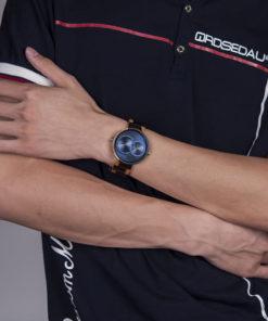montre en bois satin bleu luxe