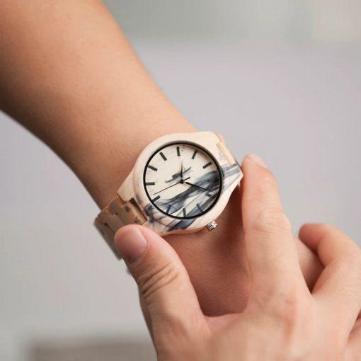 montre bois lunar poignet
