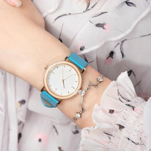 montre en bois femme nesty bleu poignet